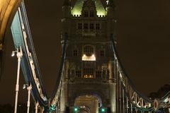 Details van Torenbrug Londen bij nacht Stock Foto's