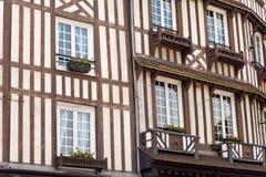 Details van typisch half betimmerd huis in Normandië stock afbeeldingen
