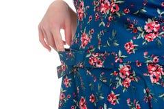 Details von Frauen ` s Kleidung Führen Sie Kleid auf einem Modell auf einem Weiß einzeln auf Lizenzfreies Stockfoto