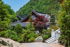 Details von Geb?uden und Landschaft innerhalb des koreanischen buddhistischen Tempels komplexes Guinsa Guinsa, Danyang-Region, S? stockbilder