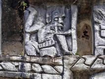 Details von Mayaszenen graviert im Stein Aarcheological-Standort, Xunantunich, Belize lizenzfreies stockbild