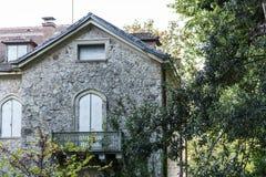 Details von Tatoi-Palast, der ein ehemaliges griechisches Königsfamilieferienhaus und ein Geburtsort von König George II von Grie stockbilder
