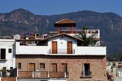 Details von weißen Häusern von Taxco de Alarcon, Mexiko lizenzfreie stockfotos