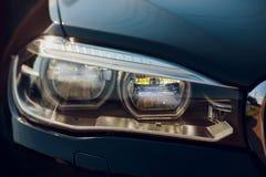 Detailschoonheid en snelle auto met koplamp stock afbeeldingen