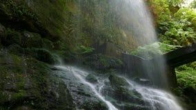 Detailunterseite eines Wasserfalls stock video