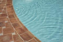 Detal pływackiego basenu woda i słońce odbija na powierzchni Obraz Royalty Free