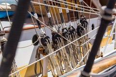 Detalha o equipamento do navio na plataforma Imagens de Stock Royalty Free