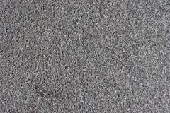 Detalhado perto acima da superfície do asfalto em ruas com pedras e quebras pequenas fotografia de stock