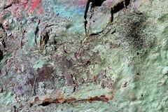 Detalhado perto acima da superf?cie da casca colorida pulverizou a pintura em muros de cimento resistidos imagem de stock