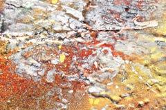 Detalhado perto acima da superf?cie da casca colorida pulverizou a pintura em muros de cimento resistidos imagem de stock royalty free