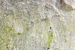 Detalhado perto acima da superf?cie de muros de cimento rachados e resistidos na alta resolu??o imagens de stock