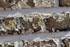 Detalhado perto acima do brickwall envelhecido e resistido colorido na alta resolu??o foto de stock