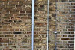 Detalhado perto acima do brickwall envelhecido e resistido colorido na alta resolu??o imagem de stock