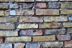 Detalhado perto acima do brickwall envelhecido e resistido colorido na alta resolu??o fotografia de stock royalty free