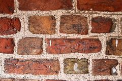 Detalhado perto acima do brickwall envelhecido e resistido colorido na alta resolu??o imagem de stock royalty free