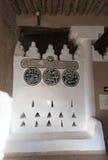 Detalhe árabe da inscrição no forte de Al Masmak fotografia de stock