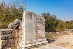 Detalhe antigo da coluna de mármore em Miletus, Turquia foto de stock