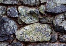 Detalhe antigo da parede de pedra com calcificação fotos de stock royalty free