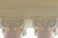 Detalhe arquitetónico bonito do colo Grego-romano dos estilos do vintage Fotografia de Stock Royalty Free