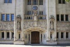 Detalhe arquitetónico da corte suprema Westminster, Parliament Square, Londres, Inglaterra, o 15 de julho imagens de stock