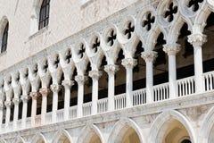 Detalhe arquitetónico da fachada de Palazzo Ducale Foto de Stock