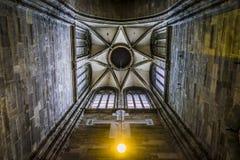 Detalhe arquitetónico do telhado de uma torre de igreja da catedral do ` s de St Stephen, Viena fotos de stock