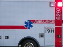 Detalhe ascendente próximo da ambulância fotografia de stock royalty free