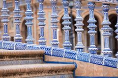 Detalhe azul da balaustrada de Plaza de Espana em Sevilha, a Andaluzia, Sp Foto de Stock Royalty Free