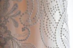 Detalhe branco do laço de vestido de casamento fotografia de stock