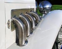 Detalhe clássico das tubulações de exaustão do automóvel fotografia de stock