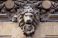 Detalhe da arquitetura com cabeça do ` s do leão Imagem de Stock