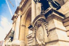 Detalhe da arquitetura da fachada do palácio da descoberta fotos de stock
