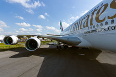 Detalhe da asa e de um motor de turbofan Alliance GP7000 do avião de passageiros - Airbus A380 Imagem de Stock