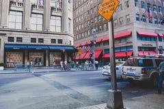 Detalhe da 5a avenida em Manhattan, New York uma do cano principal Imagens de Stock