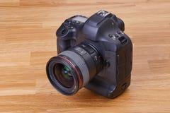 Detalhe da câmera de DSLR Imagens de Stock Royalty Free