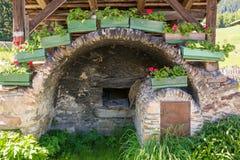 Detalhe da casa de madeira típica em uma vila dos cumes no vale de Ridnaun/vale de Ridanna - país de Racines - perto de Sterzing/ Imagens de Stock Royalty Free