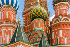 Detalhe da catedral n Moscou das manjericões do St, Rússia fotos de stock