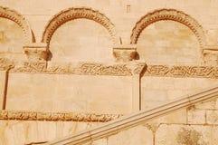 Detalhe da fachada da igreja de Trani - Apulia - Itália Imagens de Stock