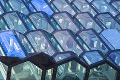 Detalhe da fachada de Harpa Concert Hall em Reykjavik Fotos de Stock