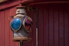 Detalhe da luz do Caboose com fundo vermelho fotos de stock royalty free