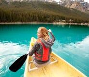 Detalhe da mulher da canoa Fotos de Stock