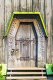 Detalhe da porta de um churc ortodoxo antigo ucraniano típico imagem de stock royalty free