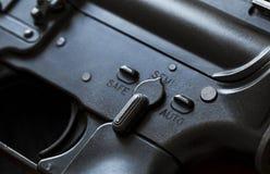 Detalhe da segurança da espingarda de assalto fotografia de stock