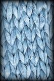 Detalhe da textura do Grunge de Mat Coarse Plaiting Rustic Vignetted do lugar da fibra da palma do azul de pó Fotografia de Stock