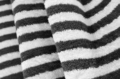 Detalhe da textura preto e branco de toalha de banho fotografia de stock