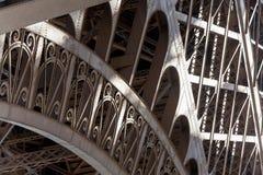 Detalhe da torre Eiffel que mostra o teste padrão clássico Fotografia de Stock Royalty Free