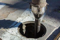 Detalhe da tubulação de uma máquina para limpar as câmara de visita no fotografia de stock royalty free