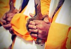 Detalhe das mãos dos homens religiosos sikh com efeito do vintage Imagens de Stock