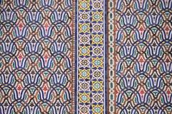 Detalhe das portas douradas grandes do palácio real do fez Imagens de Stock Royalty Free