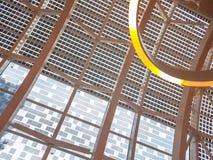 Detalhe de arquitetura moderna com as janelas de vidro contemporâneas, conceito de projeto moderno da modernidade fotografia de stock